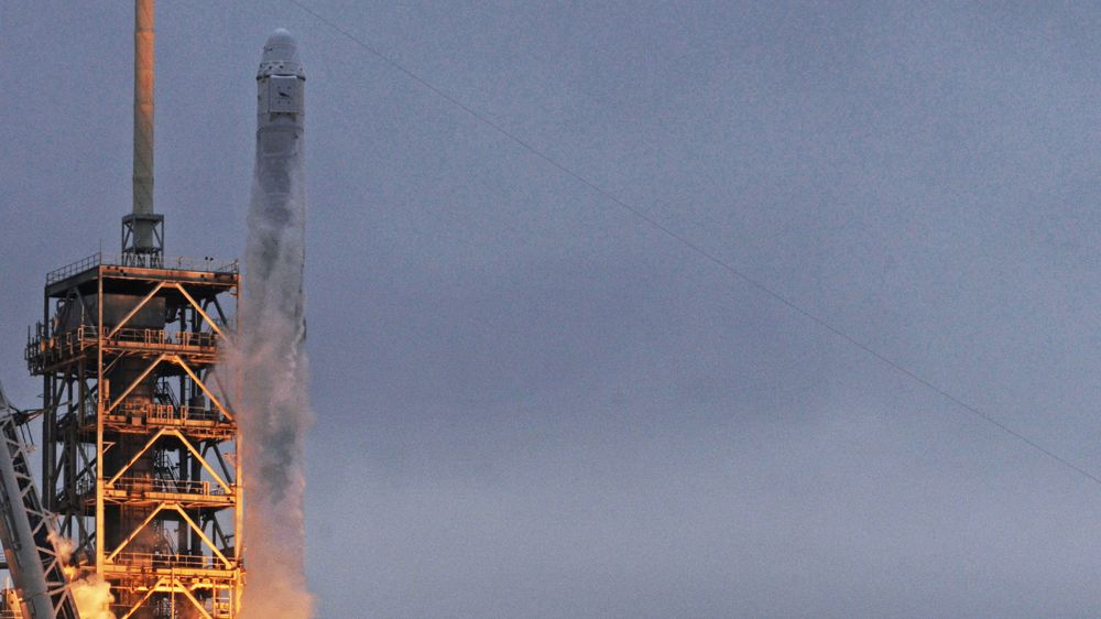 スペースXの月旅行は火星植民事業の資金源