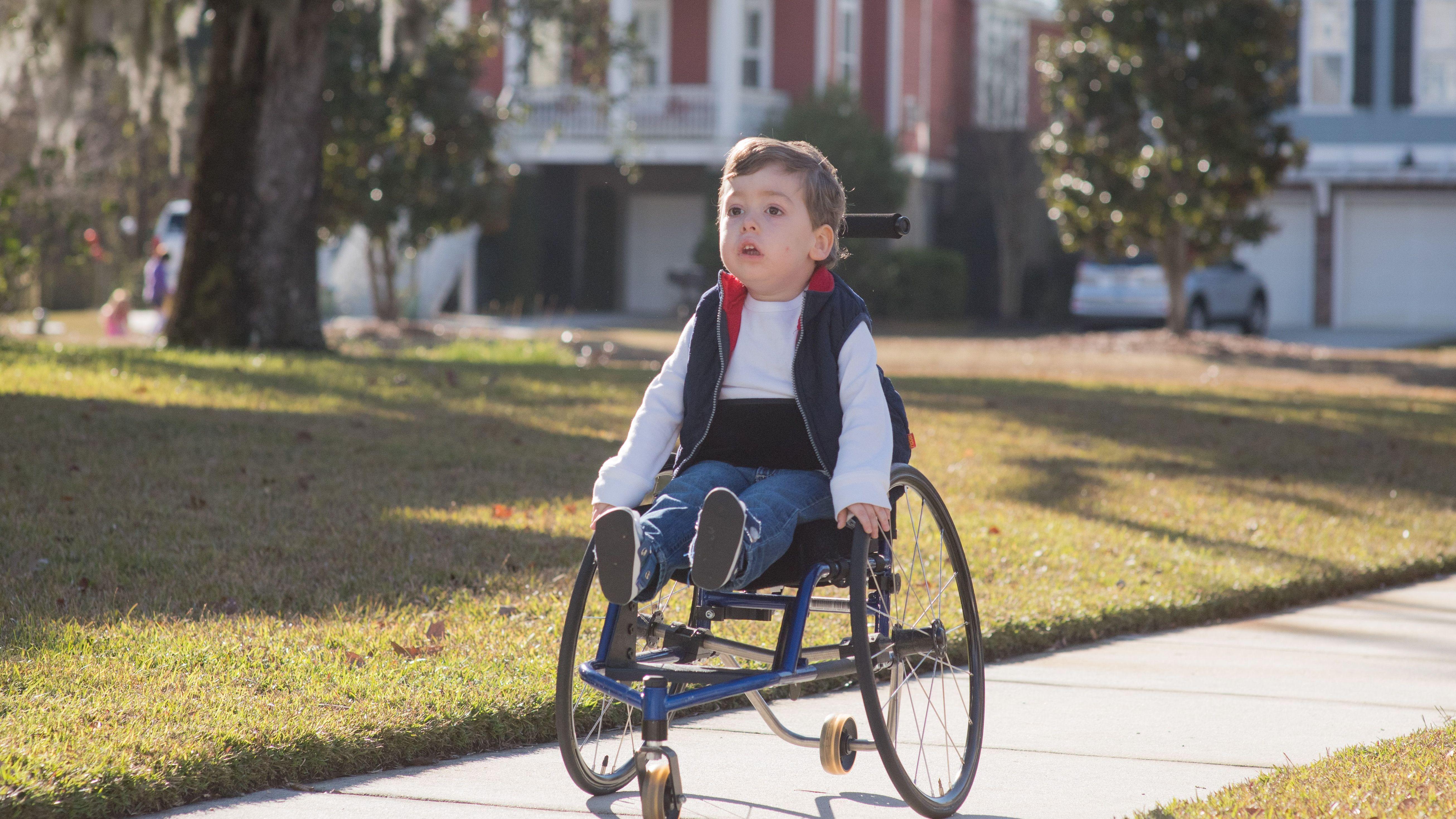 脊髄性筋萎縮症のゼロ歳児が RNA治療薬で 「奇跡」級の復活
