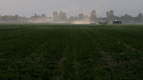 闇市場を生み出した農業機械のソフトウェアライセンス