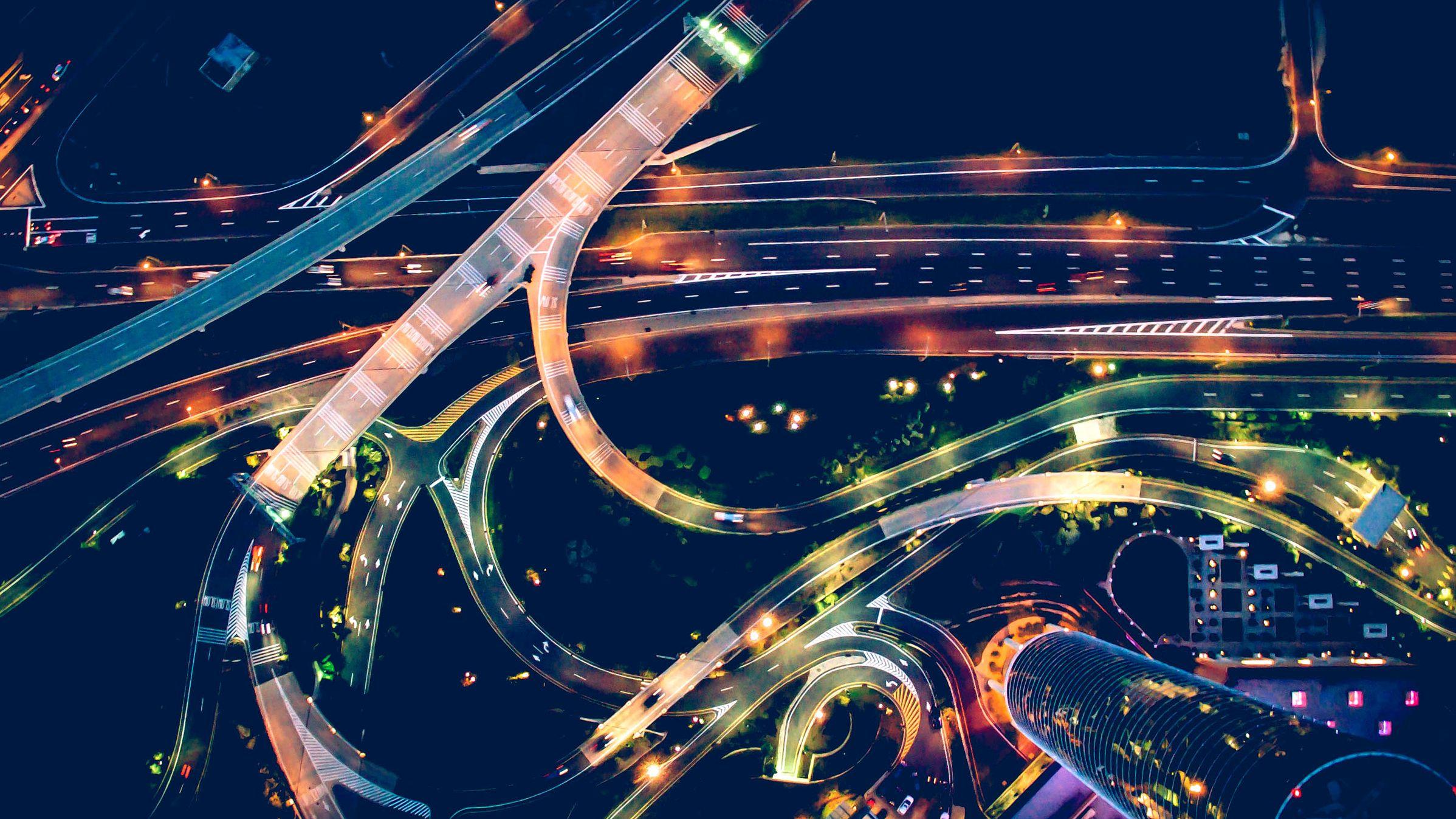 ガソリンスタンドも駐車場も不要になる自動運転革命の衝撃的未来