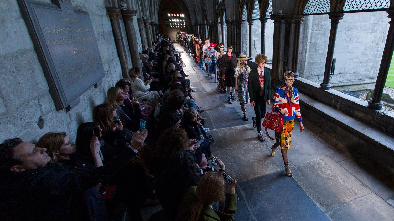 ファッション業界に衝撃、 アマゾンがAIデザイナーを 開発中