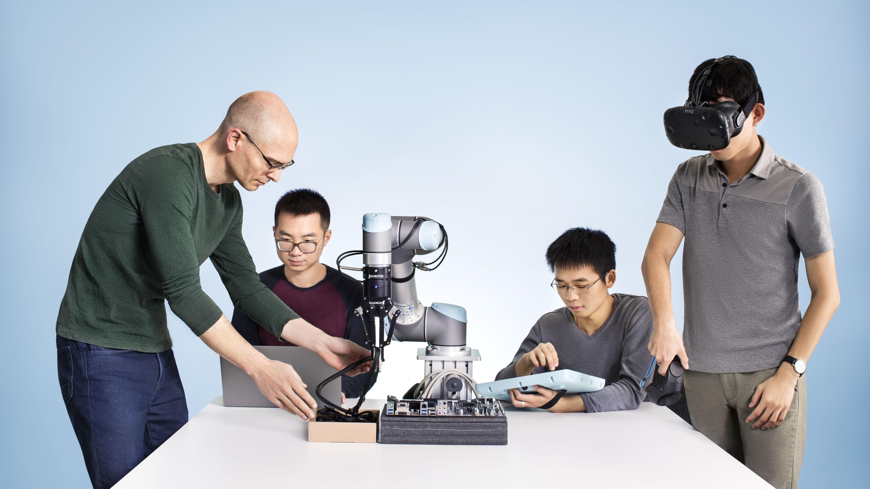 現場のワザをVRで学習、製造業ロボットが着々と進化中