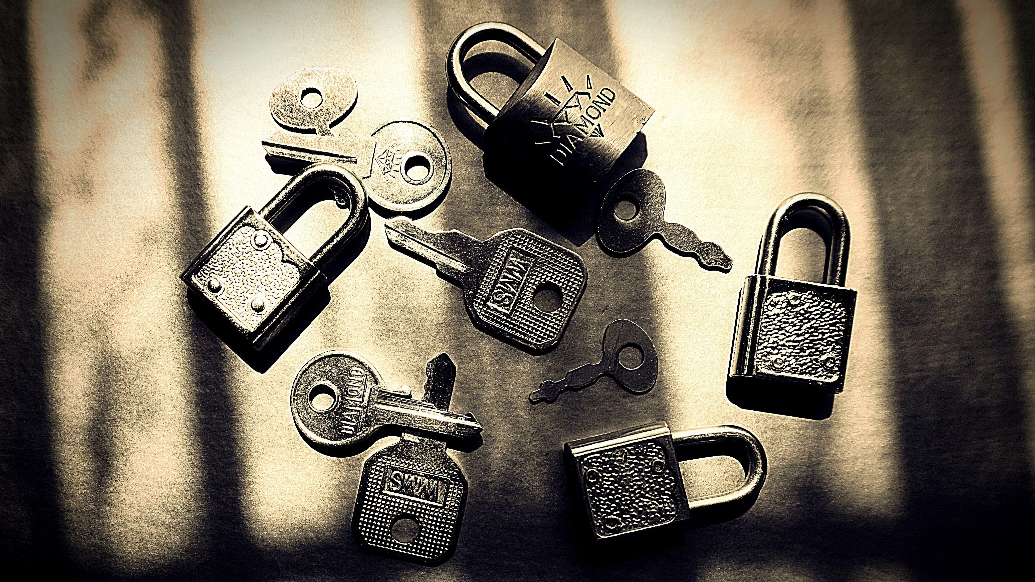 ブロックチェーンは パスワードの呪縛を解くのか