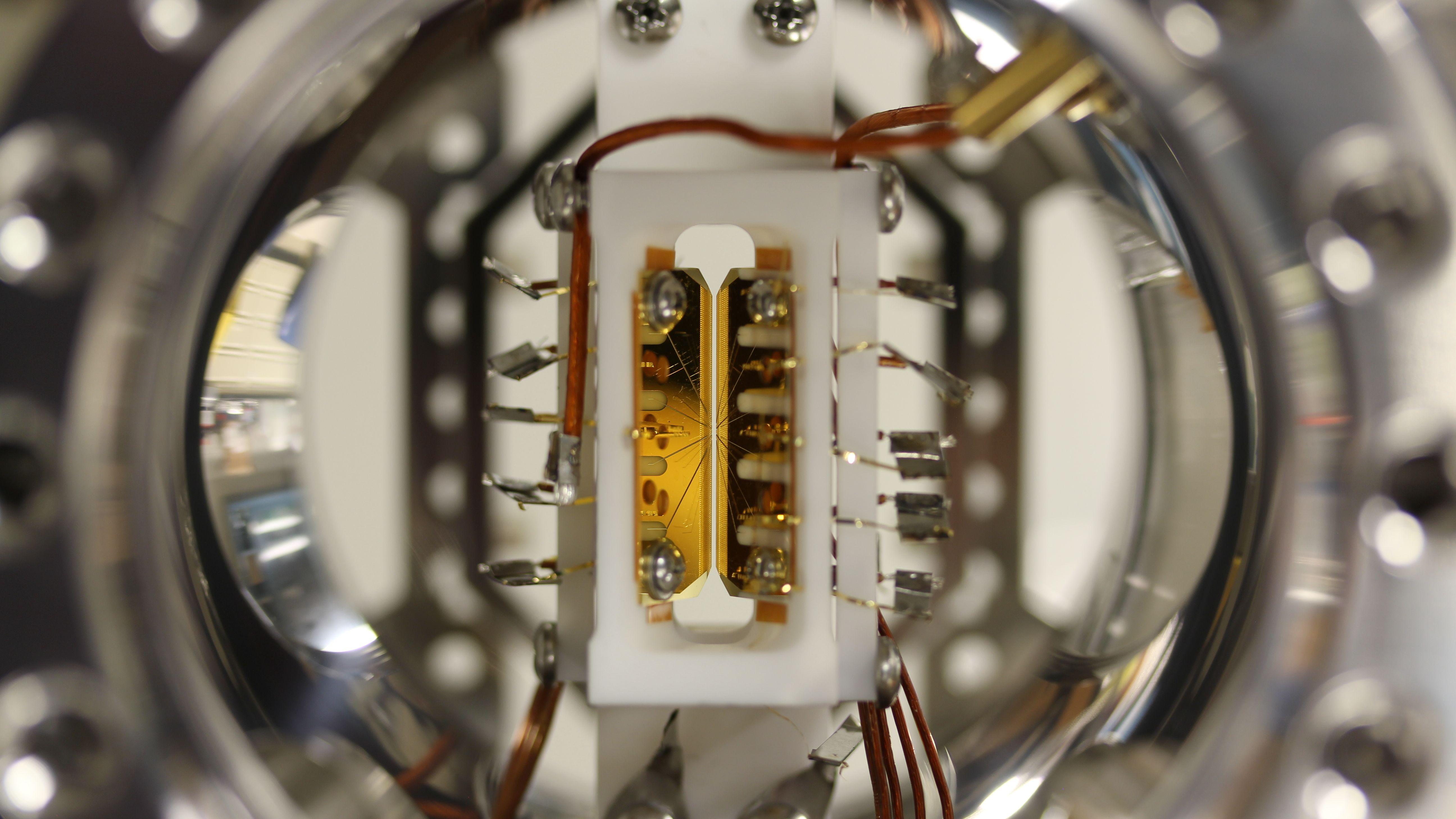 新方式の量子コンピューターが50量子ビット超を達成