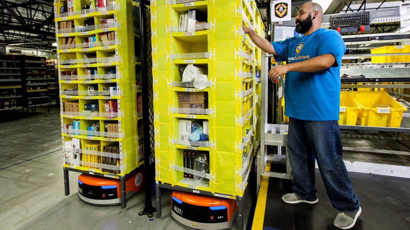 アマゾンが自動化で2万4000件の雇用を削減、ロボット比率2割へ