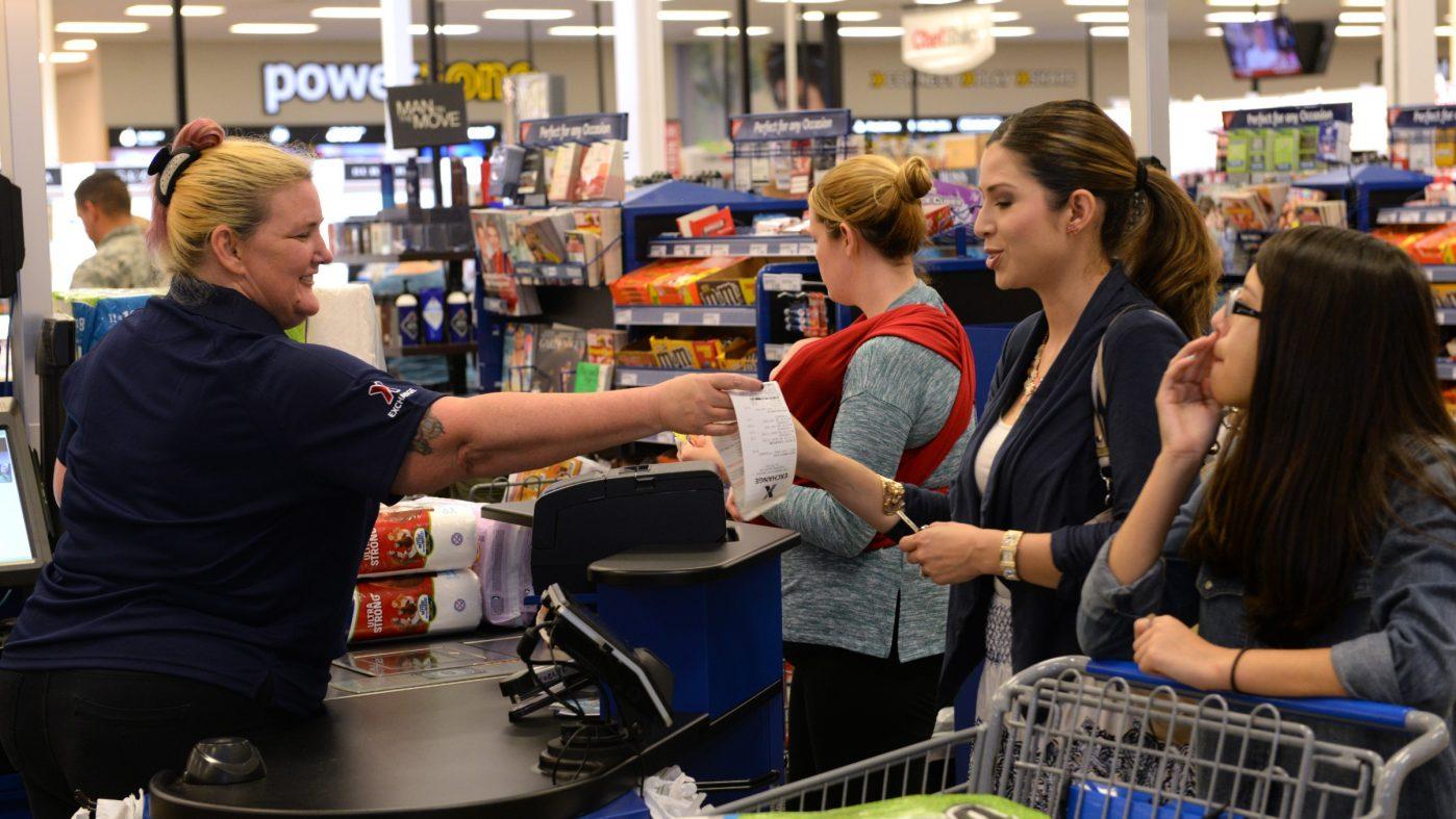 EC化と自動化で消えゆく販売員の仕事、女性の雇用にも影響か