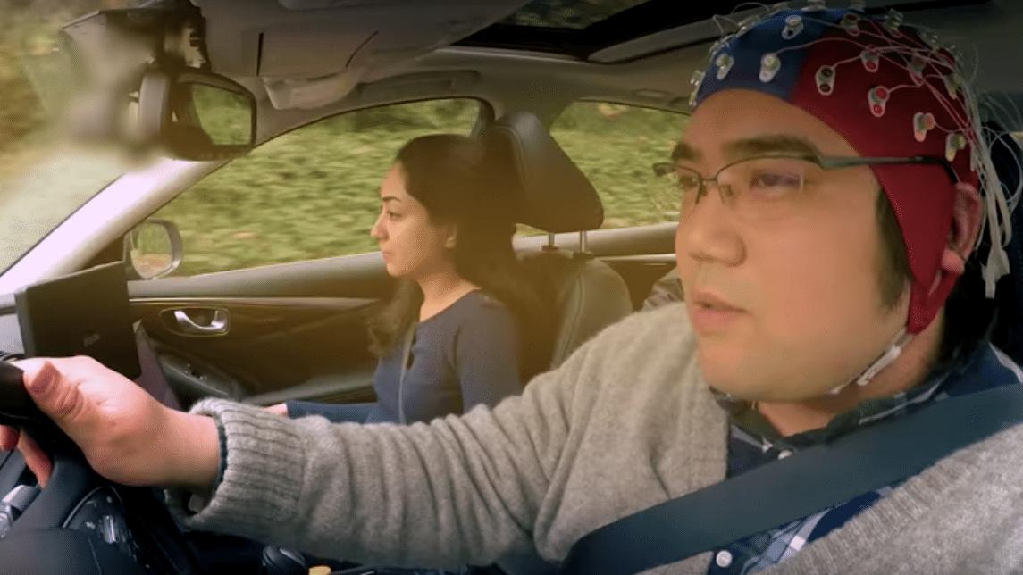 ドライバーの脳波を「先読み」して車を制御、日産が開発