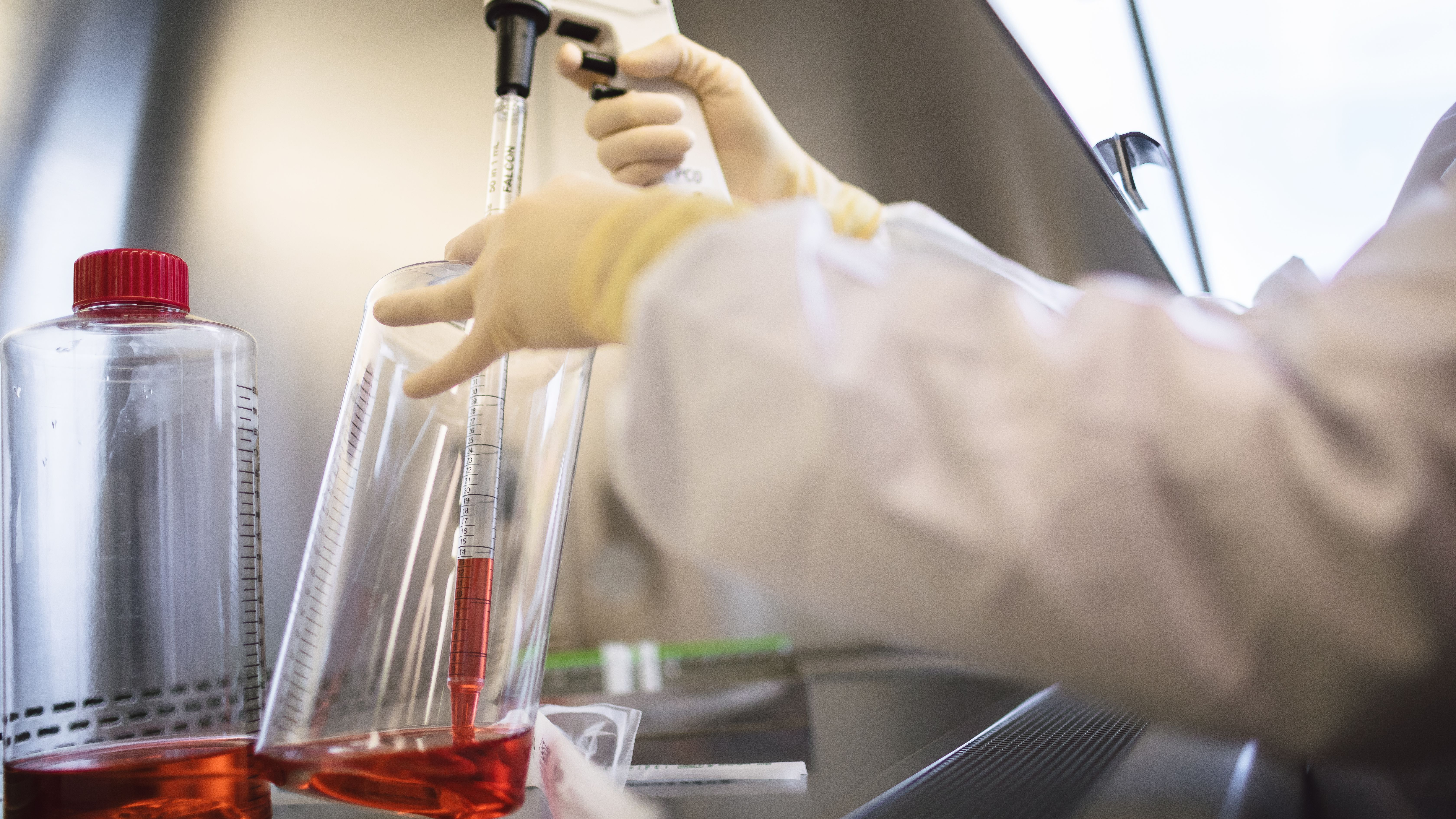 高すぎる遺伝子療法の費用は誰が払えるのか?