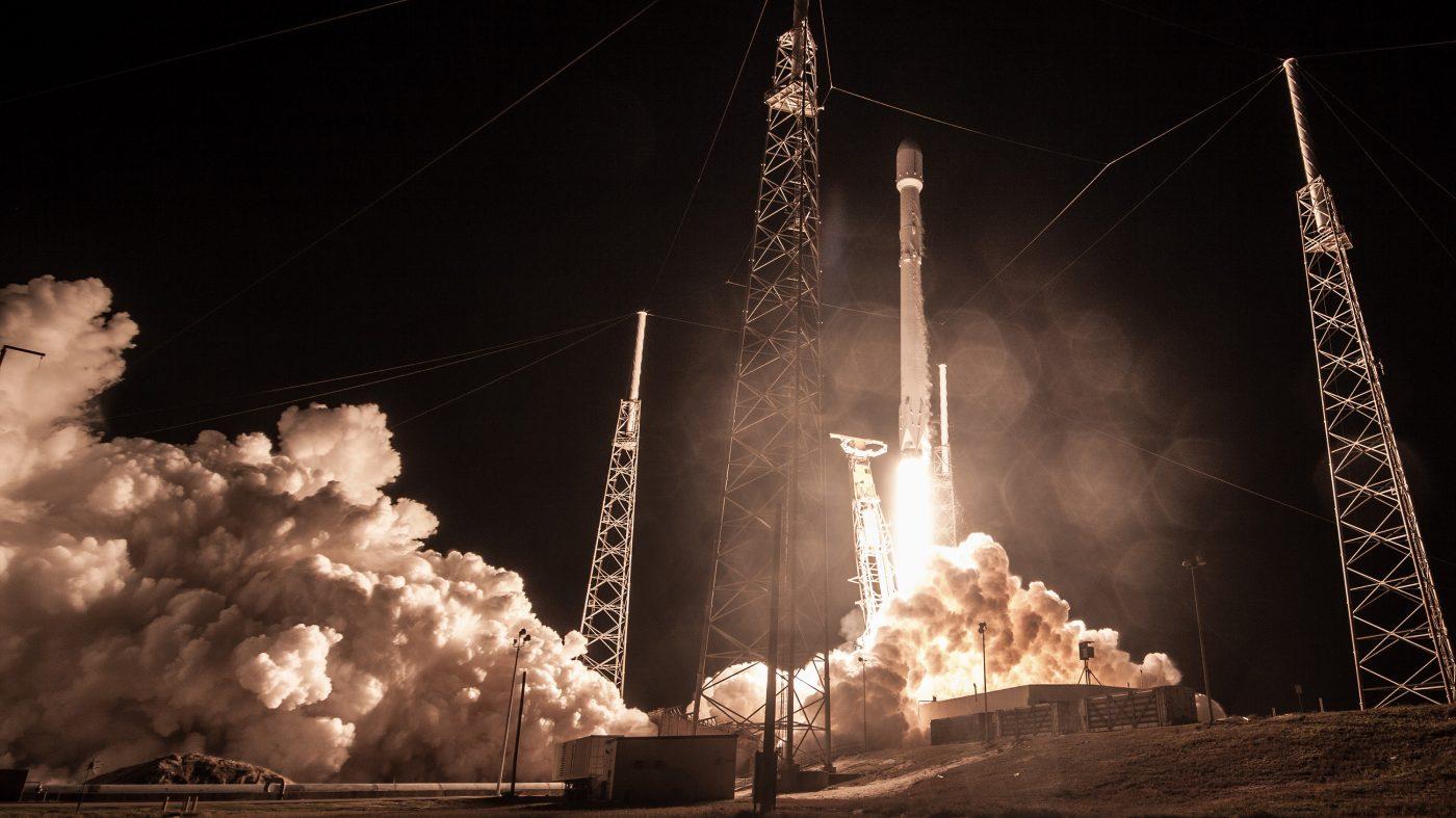 スペースXが打ち上げた人工衛星が行方不明、「ロケットは正常」