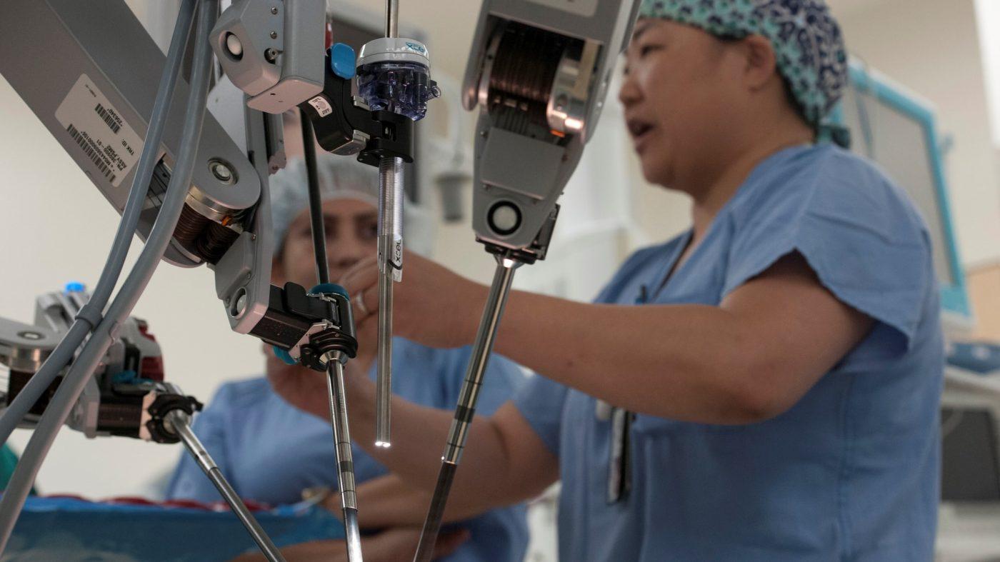 ロボット外科医の台頭、研修医のスキル不足を招く