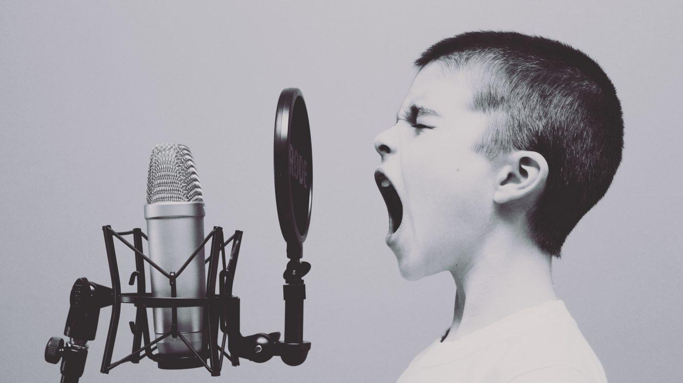音声認識AIをこっそり騙す方法、UCバークレーの研究者ら開発