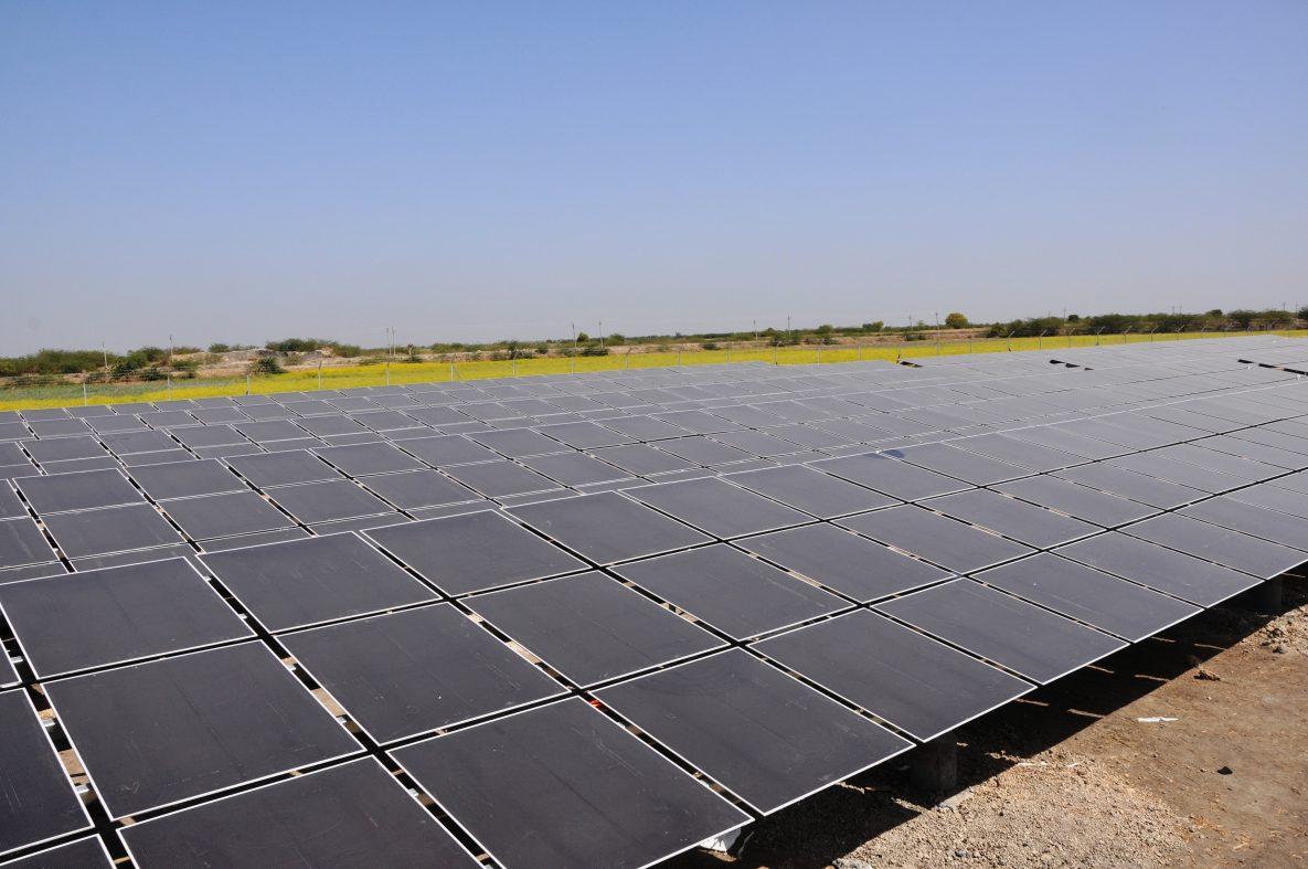 インドが再生可能エネ推進を再び表明、高すぎる目標に疑問