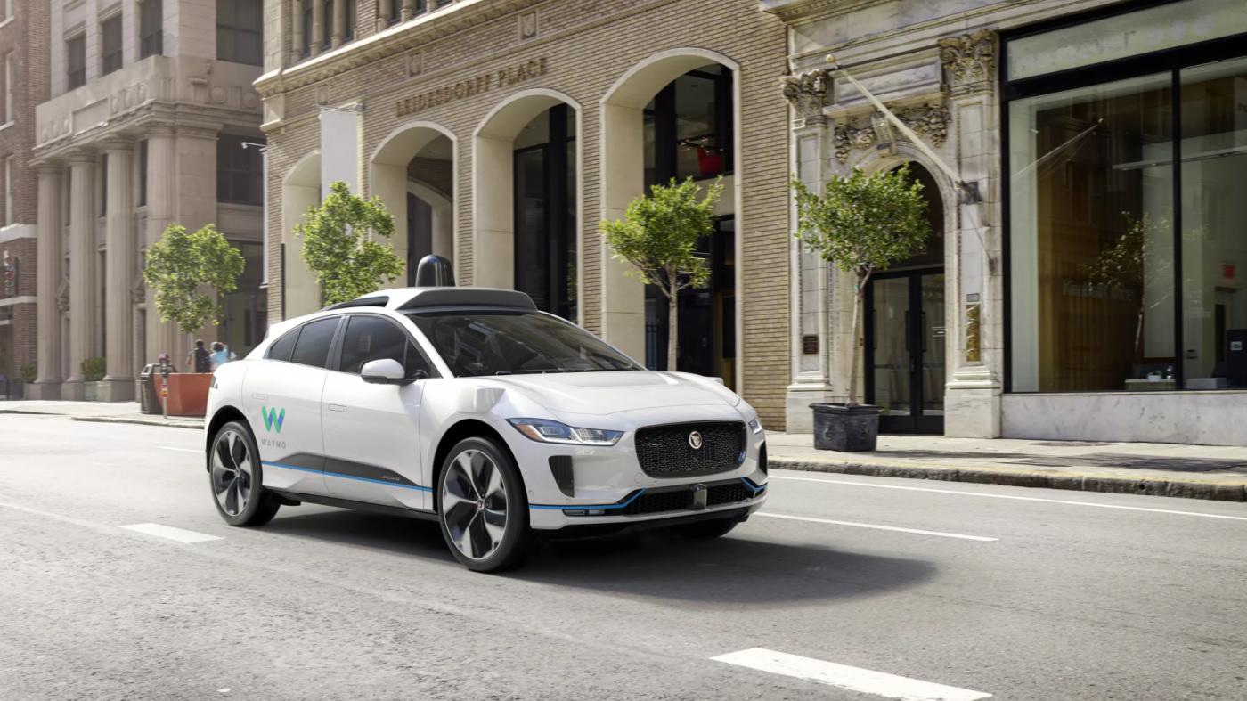 ウェイモ 、無人タクシーの本格展開へジャガー2万台を発注