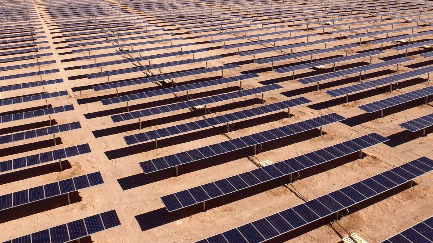 ソフトバンクとサウジアラビア、世界最大の太陽光発電所建設へ