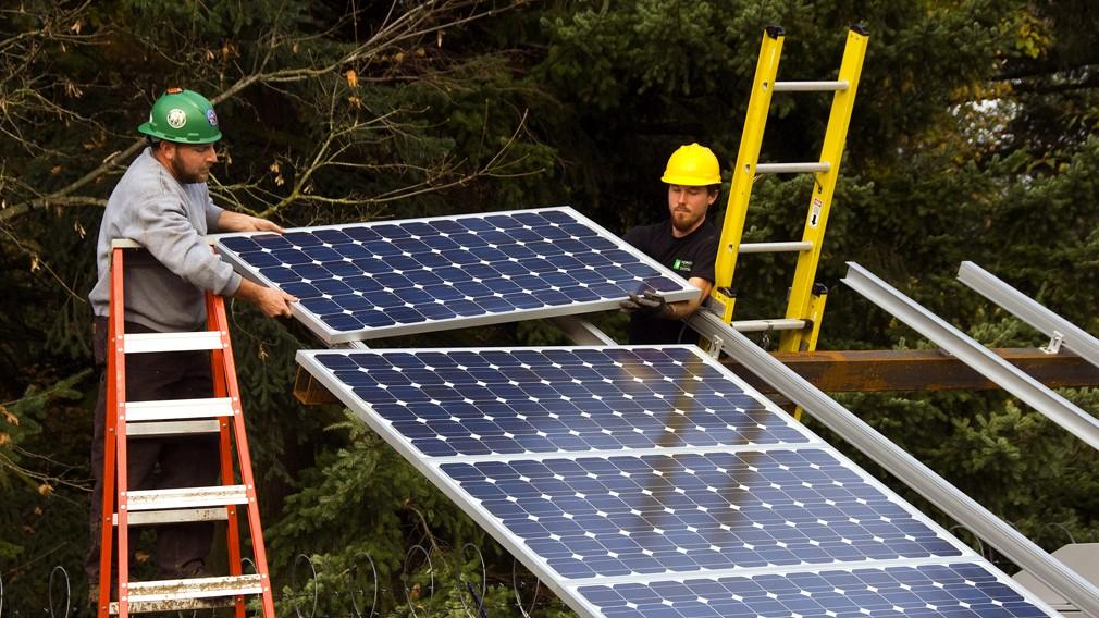 米国で太陽光産業の雇用が増加、トランプ関税の影響は限定的
