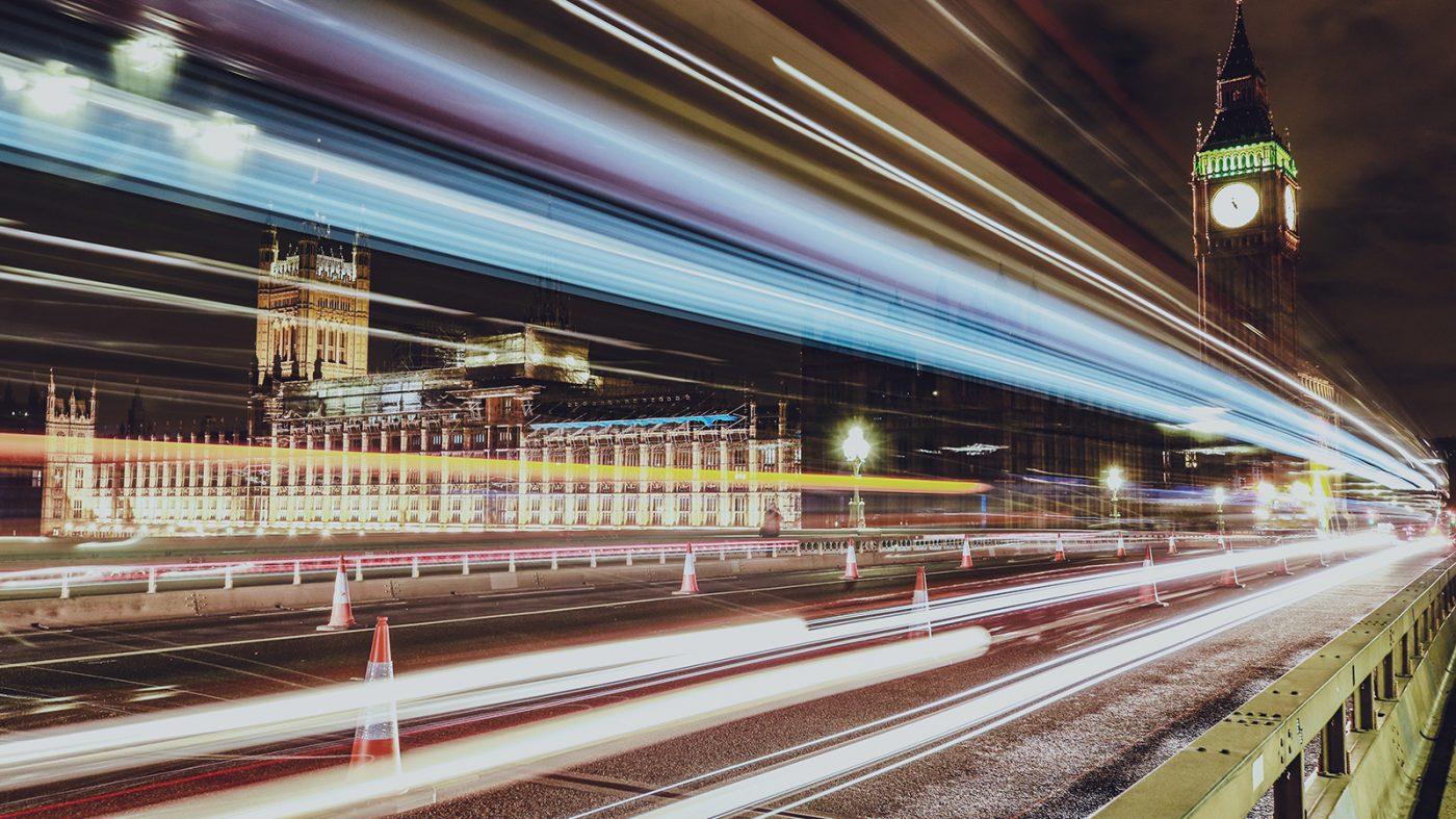 英国議会、AIの倫理的利用のための5原則を発表