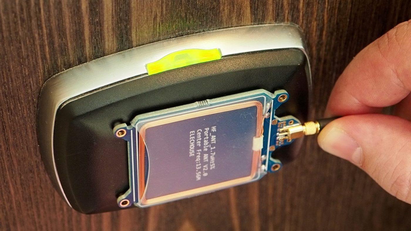 ホテルの電子ロックをハッキング、マスターキーの作成に成功