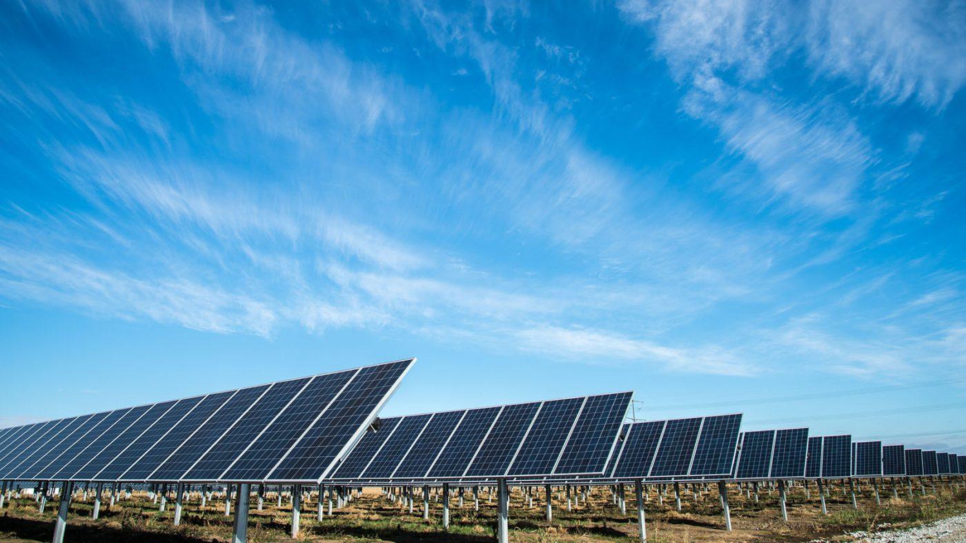 中国の太陽光発電、供給過剰でも減速の兆しなし