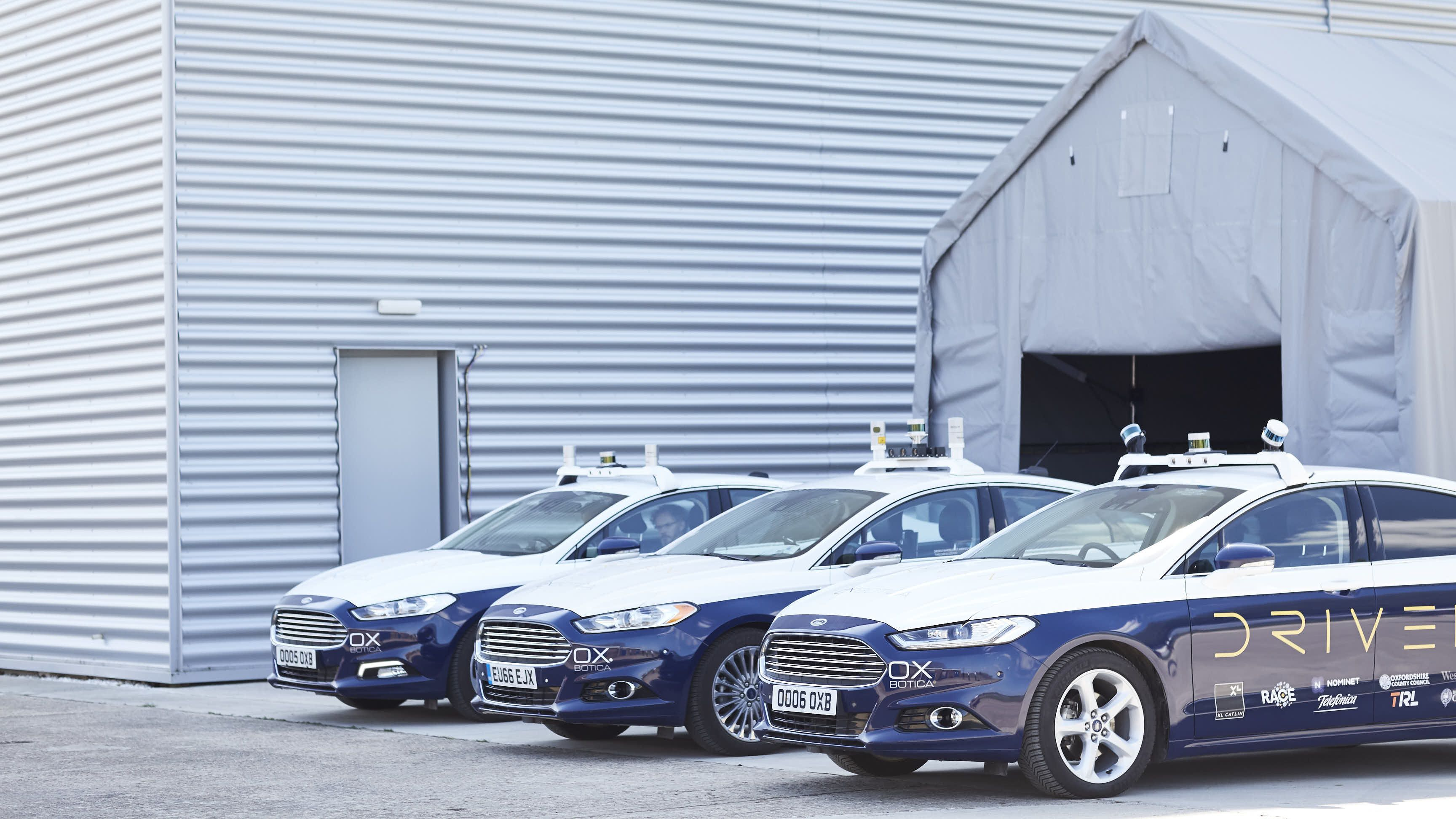 自律自動車は保険会社と組めばもっと早く走り出す