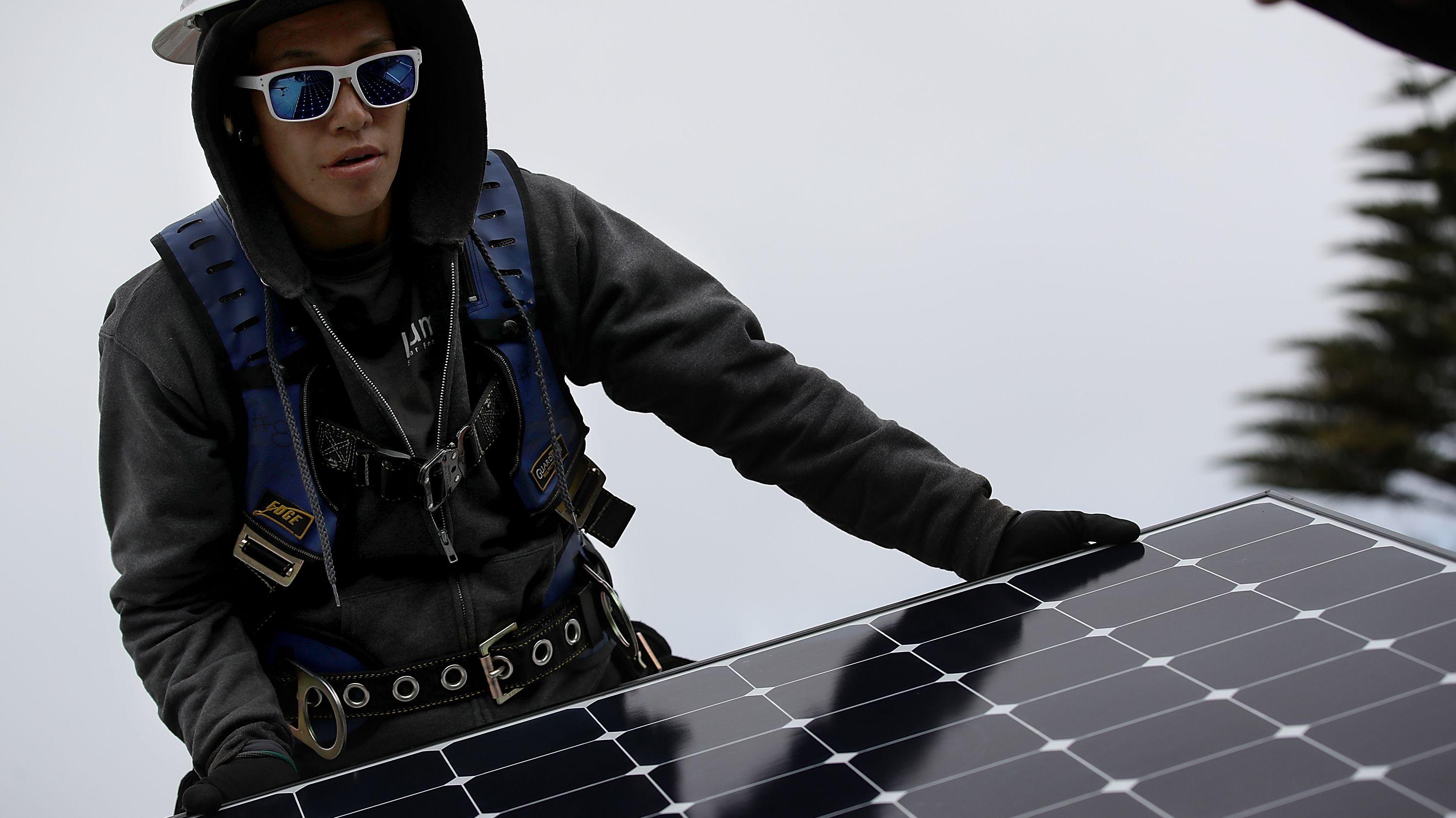 高すぎるコスト、カリフォルニア州の太陽光パネル義務付けに疑問
