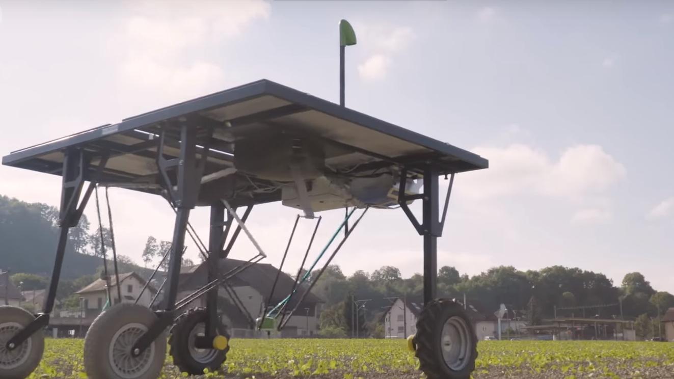 ピンポイントで除草剤を散布、AIロボで農薬産業激変の可能性