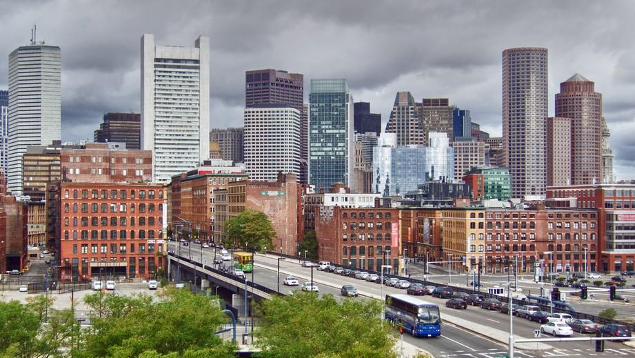 家賃高騰で都市に住めない人が続出、アマゾンが住宅を奪う?