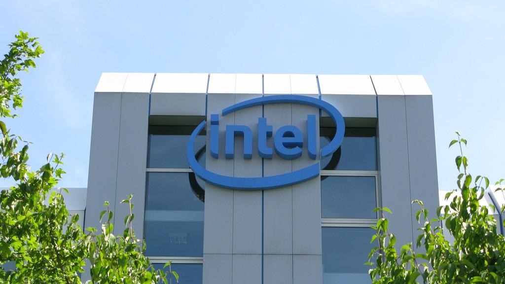 インテルのレイオフで年齢差別の疑い、当局が調査中