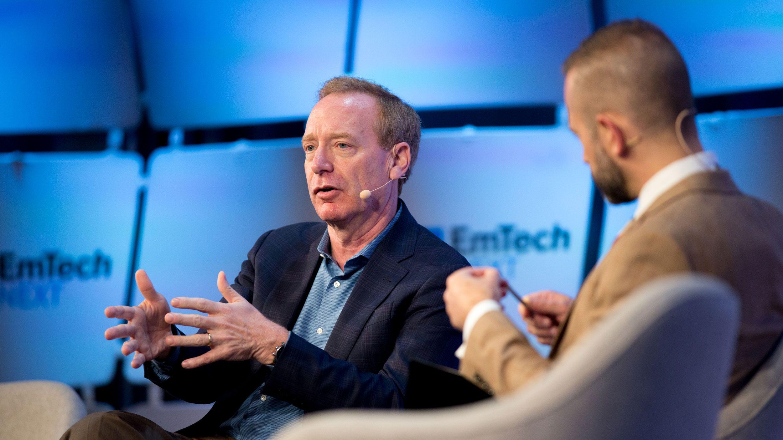 マイクロソフト社長が語った、テック企業と政府の付き合い方