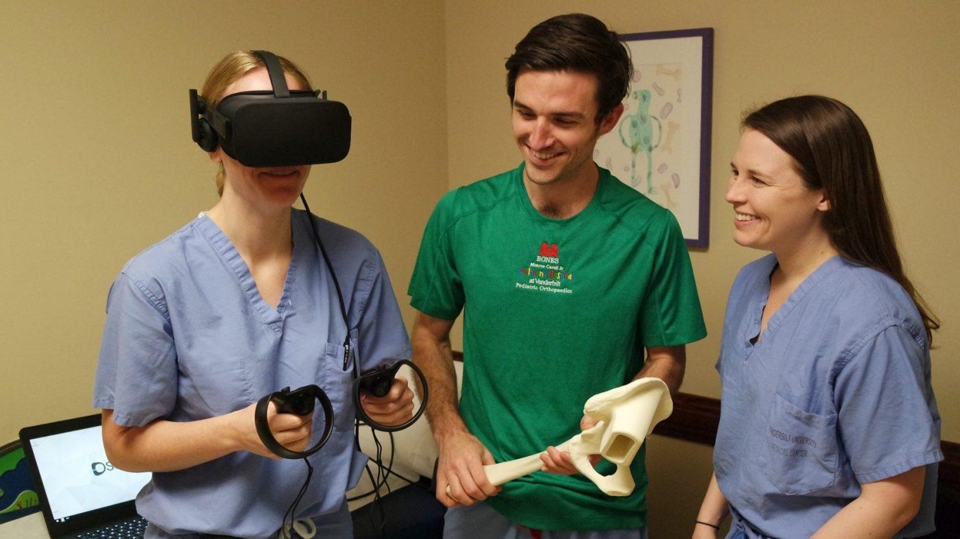 導入進む「VR研修」、米有名医学部でも