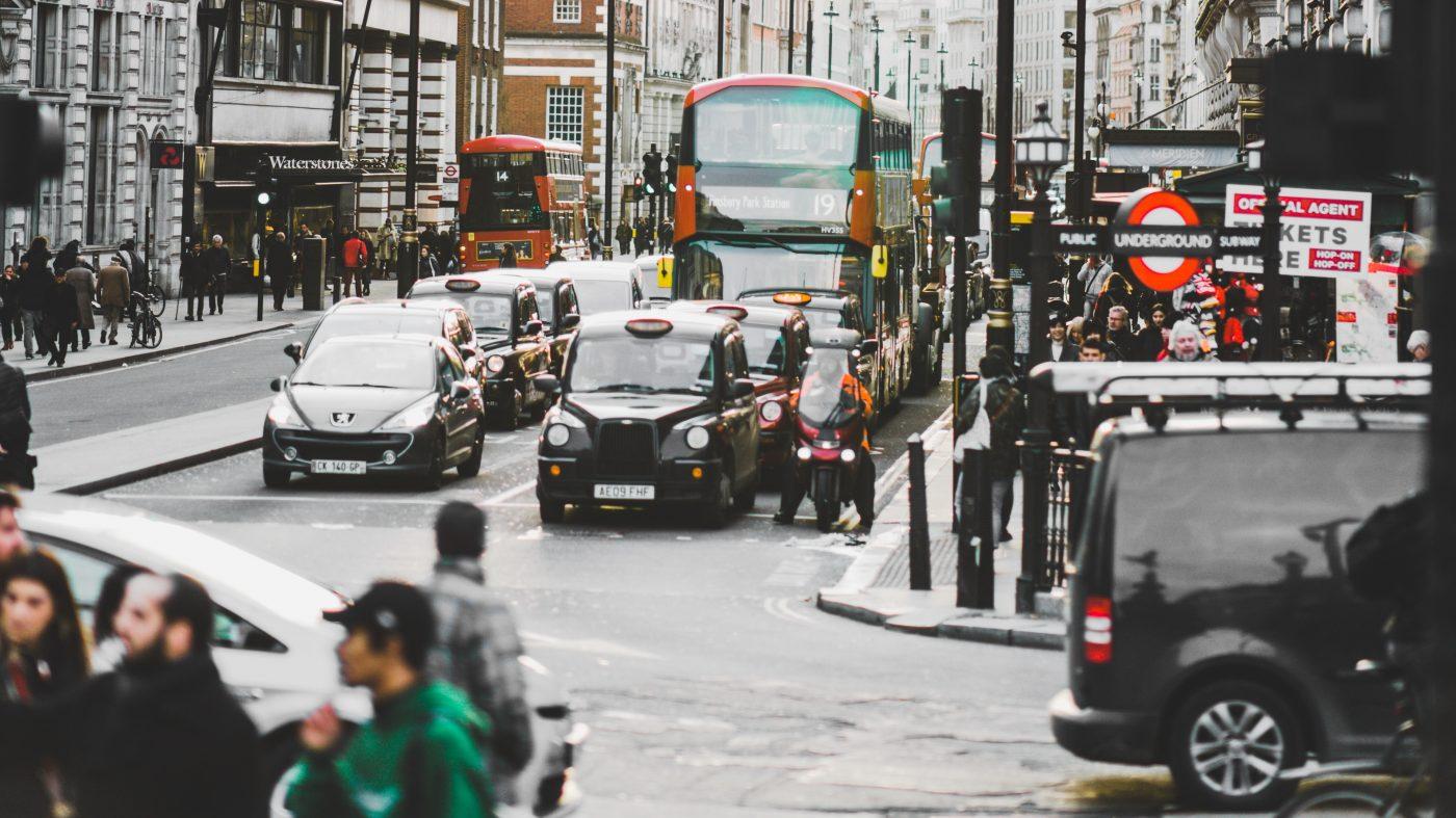 英ガソリン車販売禁止で新戦略、ハイブリッド車は対象外か
