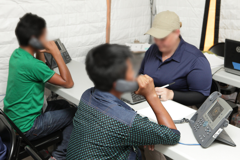 米政府、離散した移民親子の調査にDNA検査を実施