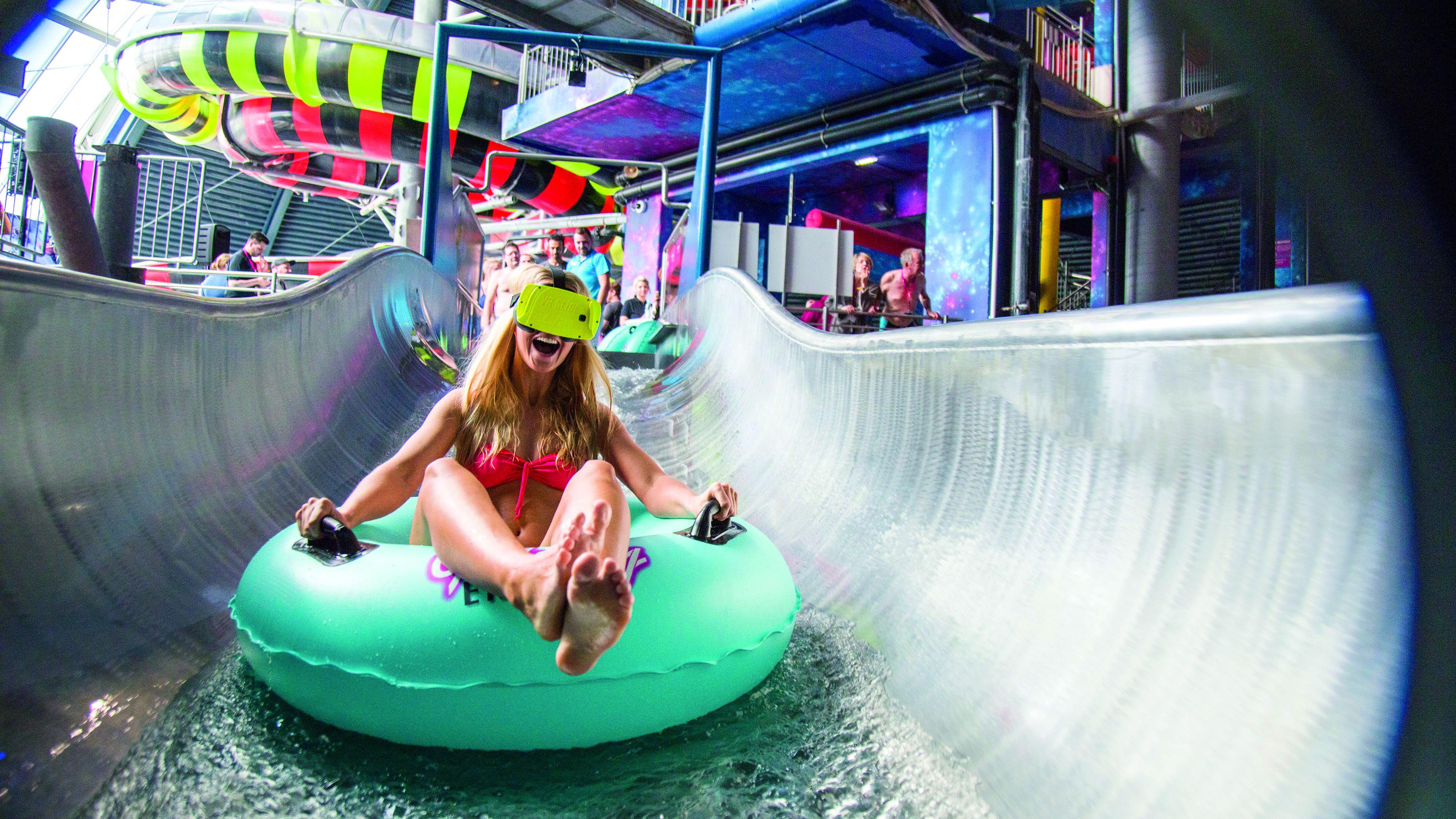 盛り上がり欠けるVR市場、 遊園地やゲーセンでは 「高くても人気」の理由