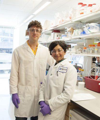 法学から遺伝子工学へ 自らの「時限爆弾」と闘う 研究者の挑戦