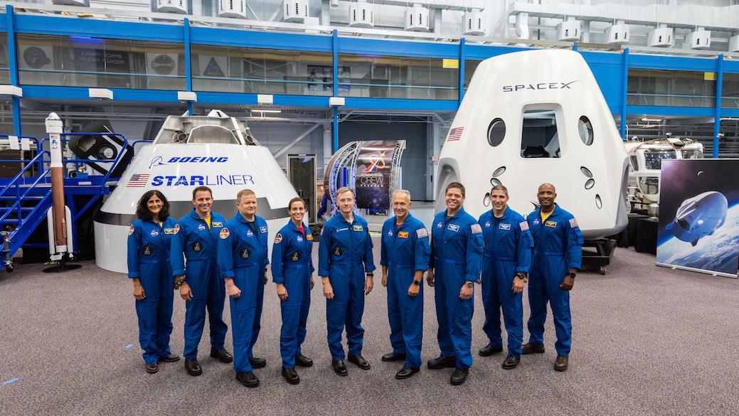 NASA、初の民間宇宙船に搭乗する飛行士9人を選出