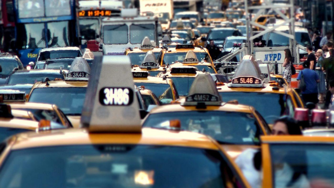 ニューヨーク市で配車サービス規制条例、ウーバーに打撃
