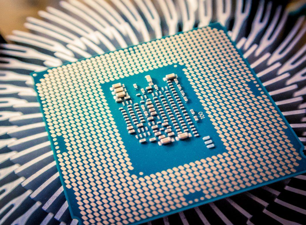 インテル製CPUに新たな脆弱性、クラウドや仮想環境に脅威