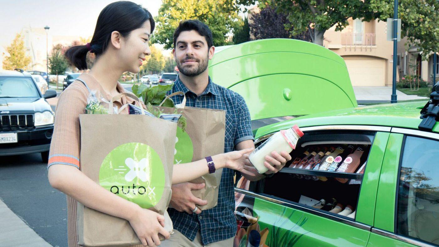 ライダー不使用の自動運転車「オートX」が移動販売を展開