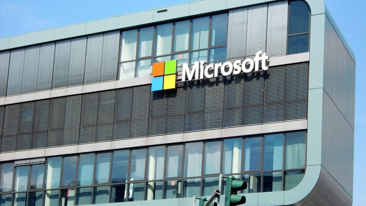 マイクロソフト、米国内の取引業者に有給育児休暇の付与を要請