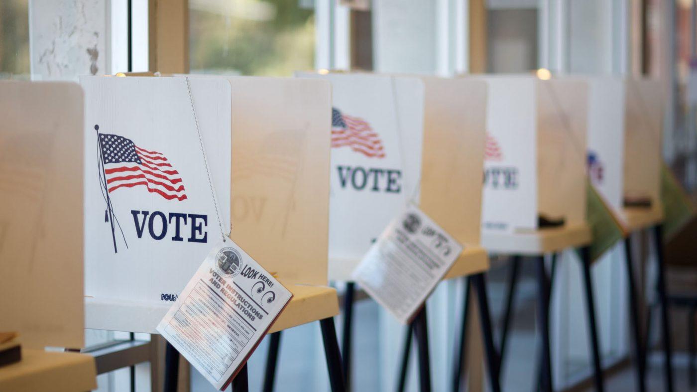 トランプ大統領が選挙妨害の厳罰化を発表、中間選挙を前に