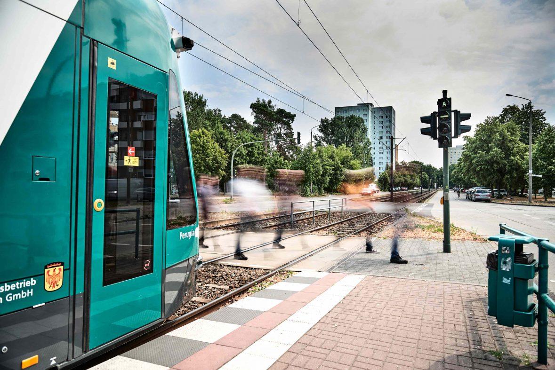 ドイツの自律走行トラム、公道線路で世界初の走行実験
