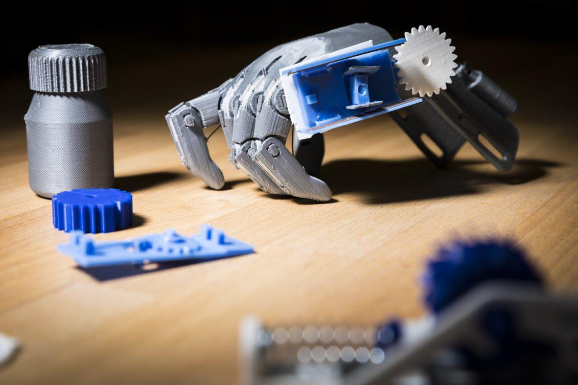 電池不要で服用状況を送信できる、3Dプリンター製スマート薬瓶