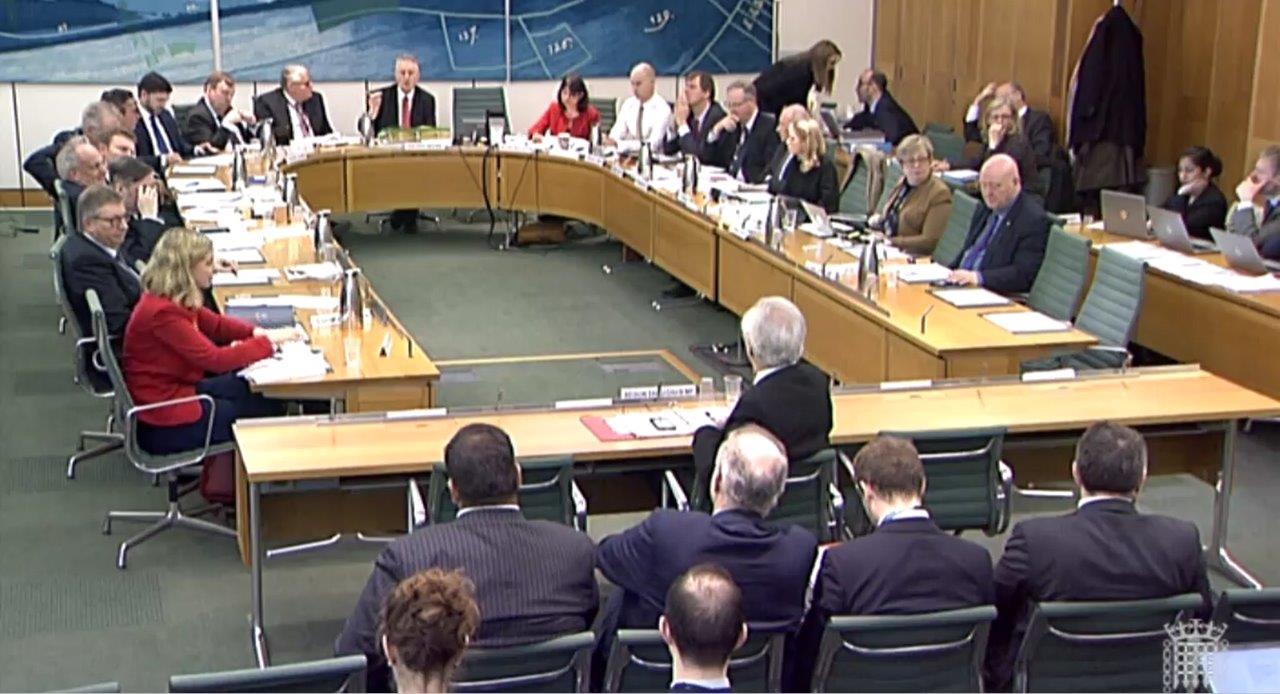 英議会、データ流出問題でフェイスブック内部文書を押収