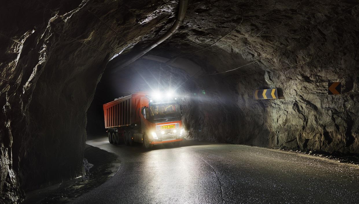 ボルボが自律トラックサービス展開へ、ノルウェー鉱山で試験操業