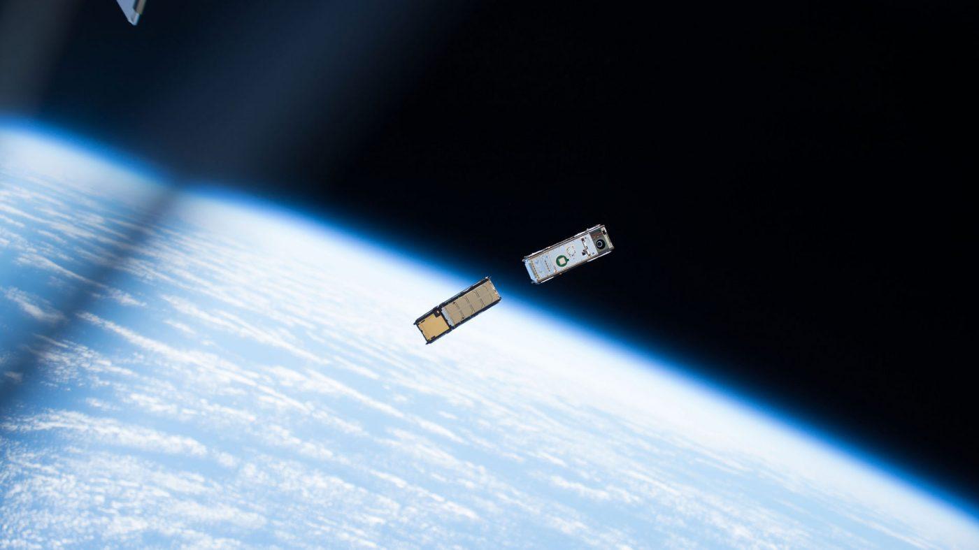 基地局も所有から利用へ、アマゾンが従量制衛星通信サービス