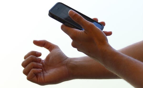 「爪の写真」で貧血症診断、スマホ医療で新成果