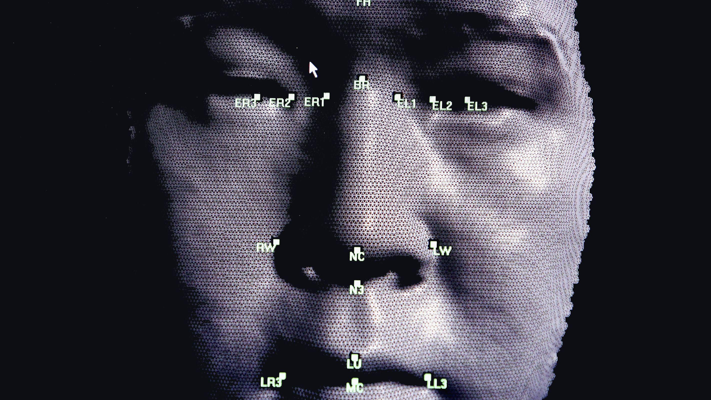 無規制に広がる「顔認識」 利便性の裏に潜む 監視・差別のリスク