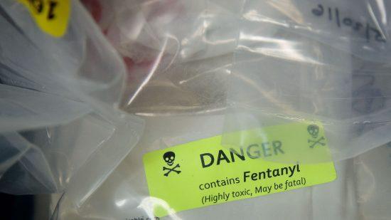 米国で激増「オピオイド中毒死」は新スマホアプリで救えるか
