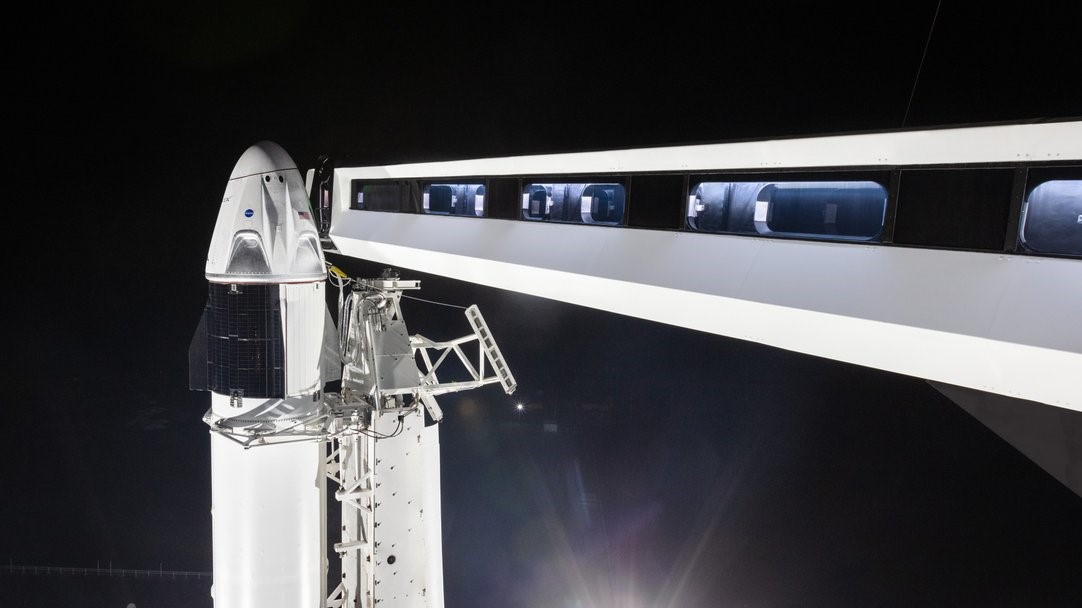 スペースXの初の有人型機打ち上げ、2月に延期へ