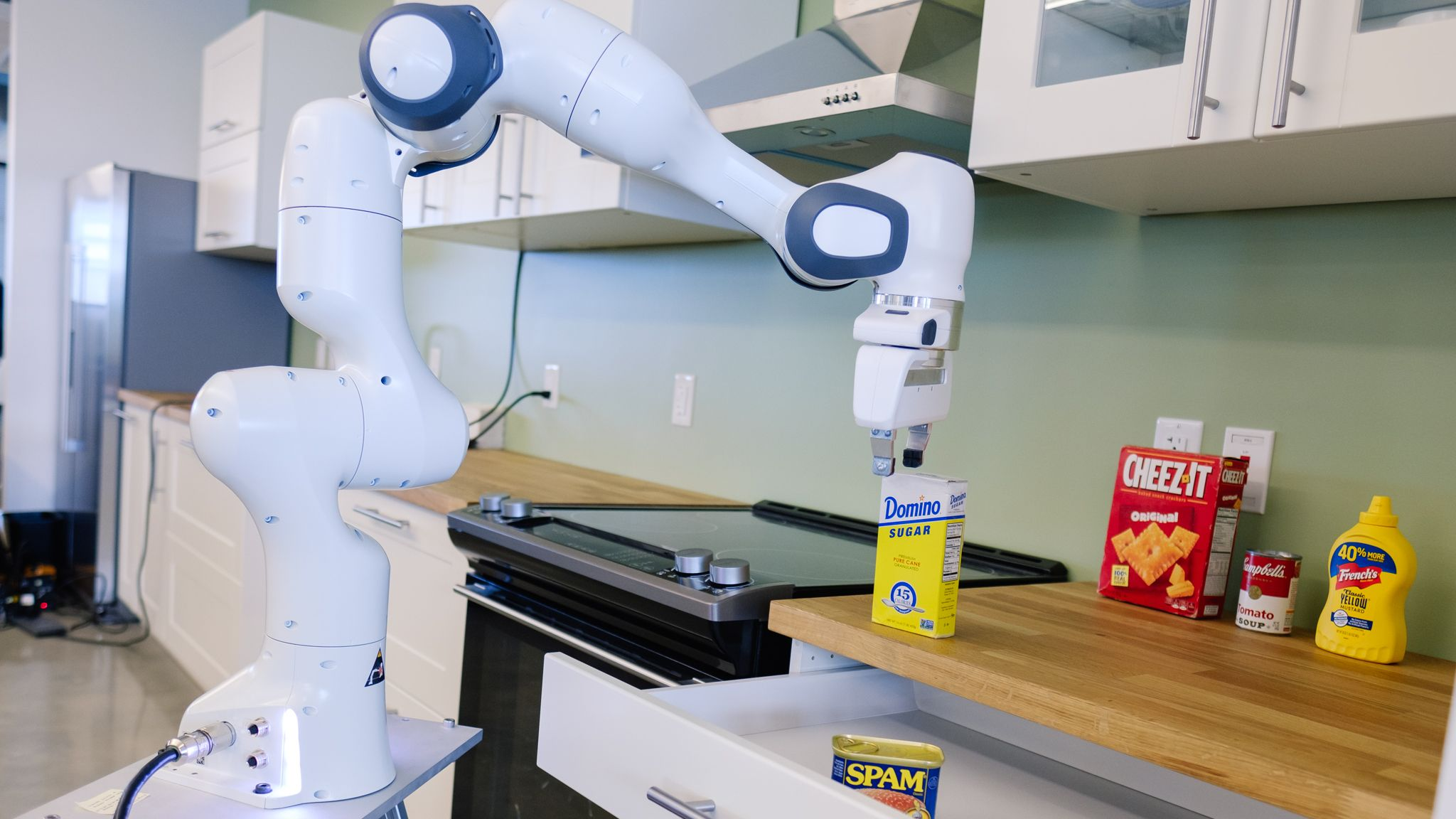 エヌビディアの新研究所、イケア製キッチンでAIロボットを訓練中
