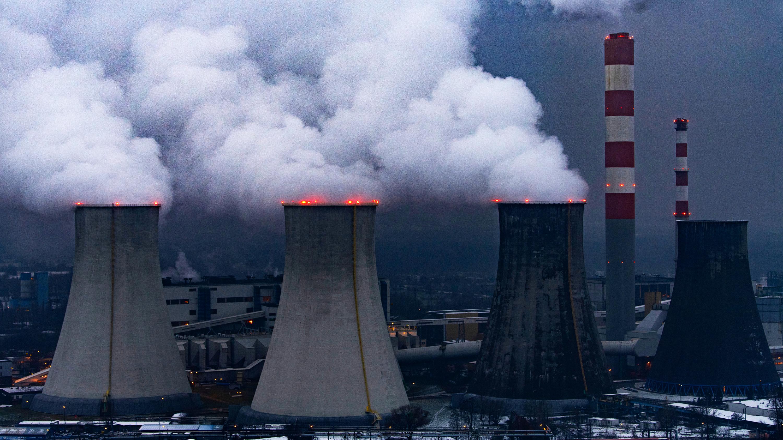 パリ協定「化石燃料全廃」なら達成可能、見えぬ実現への道筋
